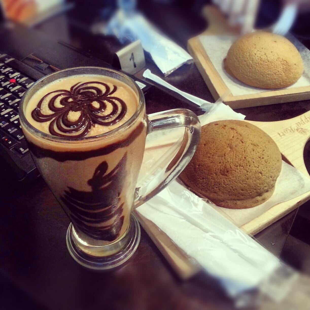Light Shop Dubai Mall: Coffee Coated Buns In PappaRoti – Dubai Mall