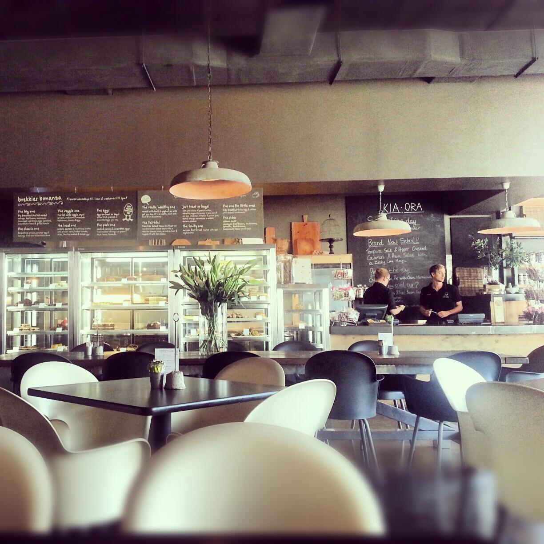 Light Shop Dubai Mall: Dubai's Organic Gourmet Cafe