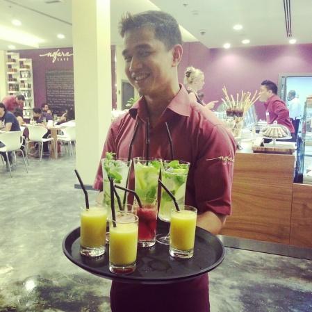 fantastic staff of Nofara Cafe serving fresh juices